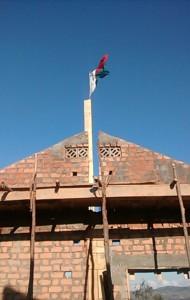 Le drapeau malgache flotte au sommet, c'est la tradition