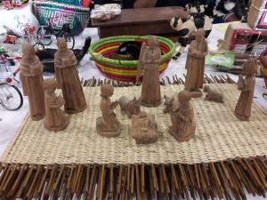 Crèche sculptée en palissandre fabriquée par Désiré